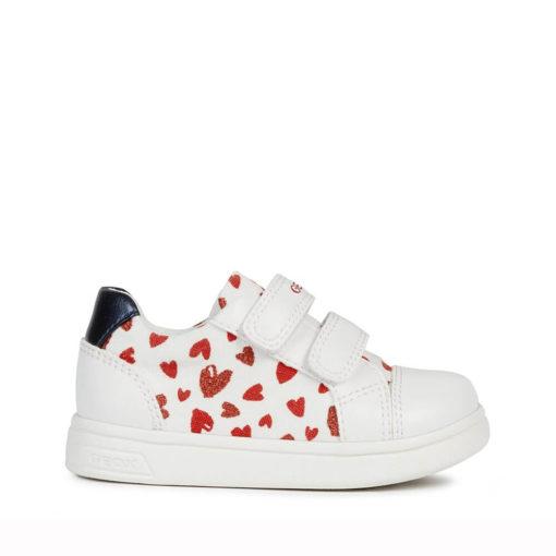 Playeras-Zapatillas de niña con corazaones de marca Geox